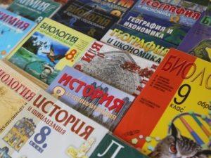 МОН обмисля вариант тежките учебници да бъдат разделяни на 2 части