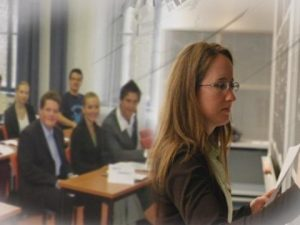 Приоритетно повишават заплатите на младите учители