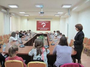 """Ученици организират кръгли маси под мотото """"Аз оставам в България"""""""