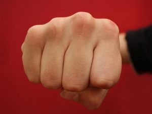 Забавачка въведе паник-бутони срещу агресивни родители