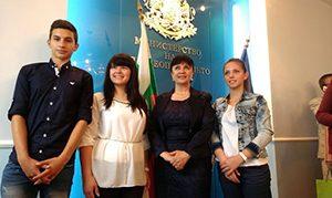 """Ваня Кастрева поздрави победителите в конкурса """"Проектът на нашия клас – за живот без тютюн"""""""