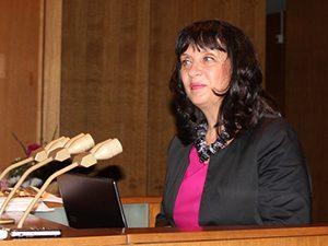 """Ваня Кастрева представя резултатите от проект """"Ученически практики"""""""