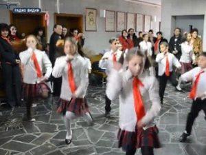 Министър Игнатов: Азис забранен ли е в училище? (видео)