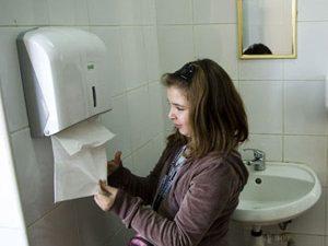 Ученици поискаха нормални тоалетни