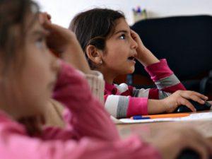 Отварят процедура за помощ на ученици от малцинствата