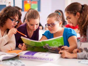 Родните родители се спират на езикови ваканции за децата си в Европа