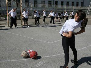 30 000 ученици оставени без физкултурни салони