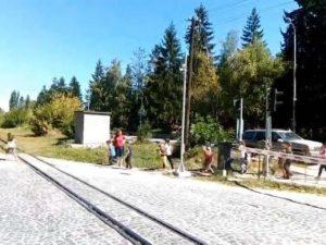 Инспектори проверяват двете учителки, превели децата при спуснати жп бариери
