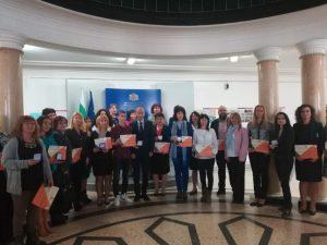 Просветният министър отличи участвали в Европейската седмица на програмирането