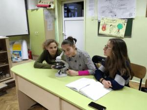 Ученици събират пари за микроскопи в три столични училища