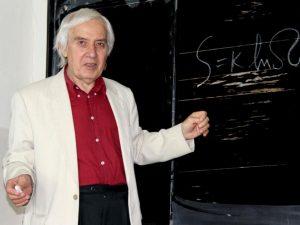 Зарадваха златния физик Теодосиев с нови маси за школата му