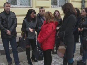 Родители подкрепят учителката, накарала ученици да заплюят съученик